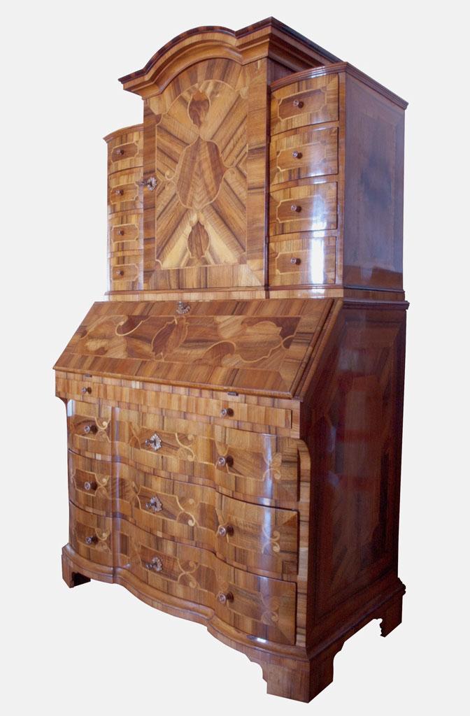nachbau im rokokostil schellack handpolitur mit goldmalerein. Black Bedroom Furniture Sets. Home Design Ideas